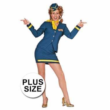 Grote maten carnavalspak stewardess